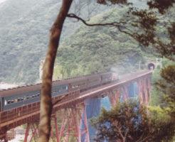 山陰本線・余部鉄橋を走る旧型客車